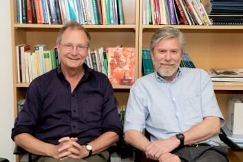 """Mens professor Steinar Stjernø (t.v) har skrevet fagbok på engelsk før, debuterer professor Knut Halvorsen med  """"Work, Oil and Welfare"""". (Foto: Kari Aamli)"""