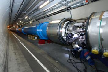 """""""Fra den 27 kilometer lange partikkelbanen til LHC. Dette bildet er tatt 4. april 2008, da magneter i den siste delen av banen ble sveiset sammen. (Foto: CERN)"""""""