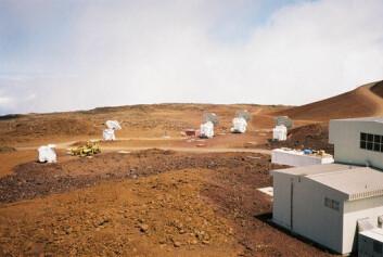 """""""Radioteleskopet Submillimeter Array på Hawaii fanget opp de 12,7 milliarder år gamle signalene fra det ytre rom. (Foto: Bob Tubbs/Wikimedia Commons)"""""""