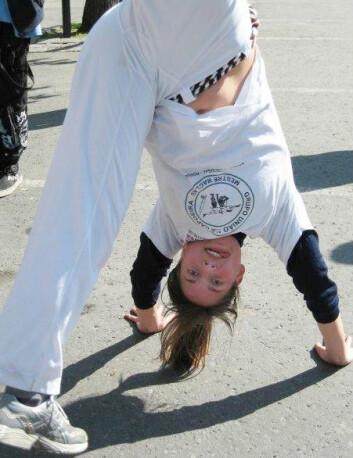 """""""Ruth Helene elsker å trene capoeira. Da må hun trosse migrenen i blant. (Foto: Privat)"""""""