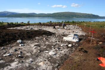 Takket være bruk av gravemaskin, disponerer arkeologene et atskillig større utgravingsareal enn normalt. (Foto: Thoralf Fagertun, UiT)