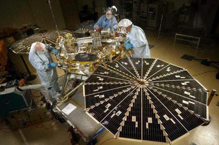 Phoenix Mars Lander testes på laboratoriet. (Foto: NASA/JPL/UA/Lockheed Martin)