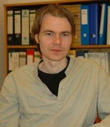 Stipendiat Ketil Røed er opptatt av hvordan elektronikk kan beskyttes mot stråling. (Foto: Nina Samnøy)