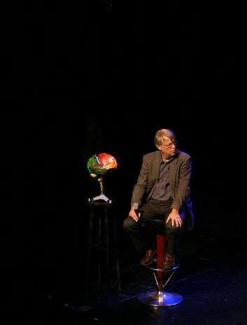 """Med """"Ja, hjärna!"""" har hjerneforsker Lars Olson fått mer variert hverdag enn forskere flest. Han bruker  Vitenskapsteater som en kanal for å formidle forskning. Foto: Andreas R. Graven."""
