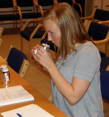 Sniff sniff - androstenon har den merkelige egenskapen at den assosieress med alt fra urin til parfyme. (Foto: UMB/Animalia)
