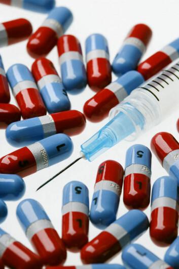 """""""Folk tar DHEA-kapsler og injiserer veksthormoner for å prøve å holde seg unge så lenge som mulig, sier Unni Rishaug ved Aker Universitetssykehus. Illustrasjonsfoto: www.clipart.com"""""""