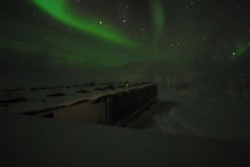 """""""Kjell Henriksen observatoriet ligger 500 meter over havet og forskerne kan observere det nære verdensrom og nordlyset uforstyrret. Dette bildet er tatt klokken 04:30 den 10. januar 2008."""""""