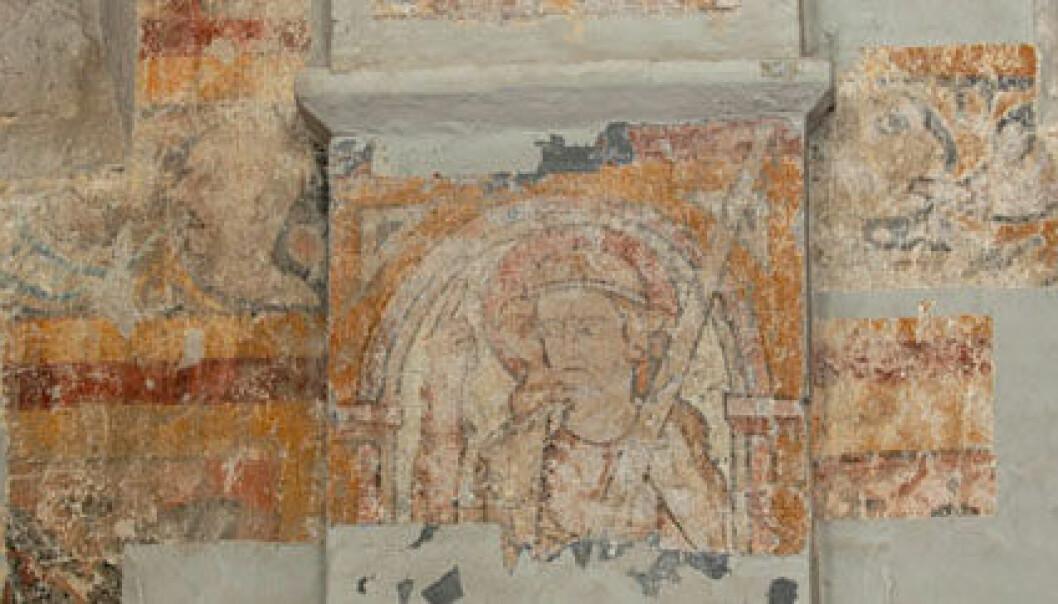 """""""I gamle kirker og bygninger kan veggene skjule gamle kunstskatter.>  Det er ingen hemmelighet at gamle malerier kan skjule enda eldre kunstverk som en gang ble malt på samme lerret. Eller at veggmalerier i kirker og bygg igjennom tidas løp har blitt sparklet over og gjemt under nyere bilder. Men i de fleste tilfeller er det så klart ikke særlig aktuelt å skrape av de ytterste verkene, bare for å se om det kan finnes noe under. I de siste åra har vi funnet en god del skjulte skatter ved å ta røntgenbilder av gamle malerier, men det er likevel mange typer maling og andre tegneteknikker som røntgenbildene ikke fanger opp. Derfor har forskerne ved University of Michigan og bedriften Picometrix utviklet et nytt redskap, som kan oppdage både blyantskisser og malefarger inni vegger og lerreter."""