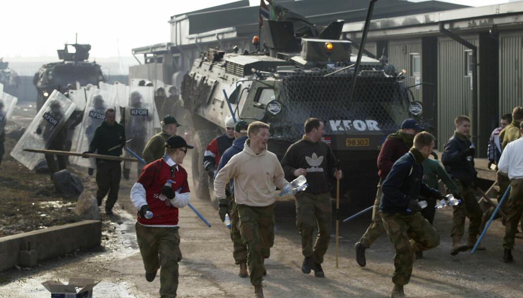 """""""Norske KFOR-soldater på masseøvelse i Vemork leir. (Foto: Forsvarets mediesenter)"""""""