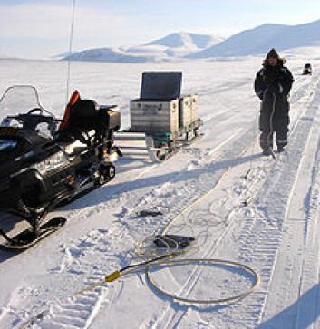 """""""En 1500 meter lang kabel med mikrofoner (geofoner) og eksploderende lunte skal be jordlagene om svar på hvor det er trygt å oppbevare Co2."""""""