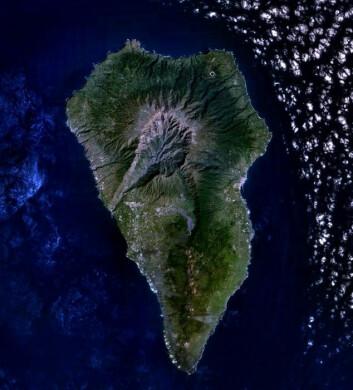 """""""Det er den sørvestre delen av La Palma som er utsatt for å rase i havet. (Foto: NASA)"""""""