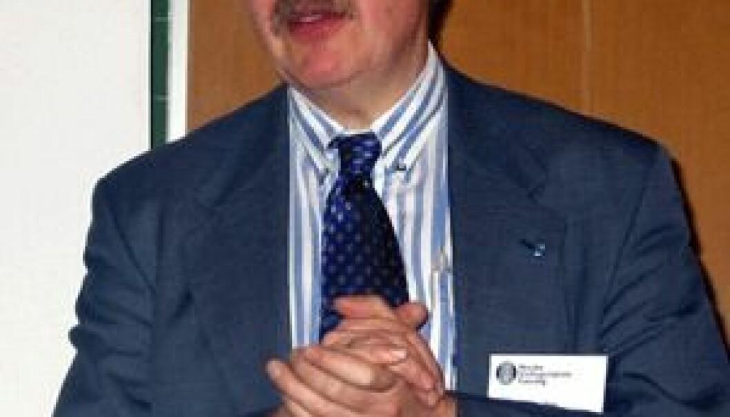 """""""Ekspedisjonssjef Hugo Parr oppsummerte myndighetenes bredbåndspolitikk slik: Styrke konkurransen, øke den offentlige etterspørselen, styrke norsk innholdsutvikling. (Foto: Arne Asphjell)"""""""