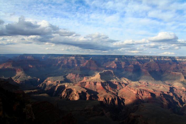 """""""Avstandene er så store at det er lett å miste begrepene om hvor dypt Grand Canyon pløyer. (Foto: Ingrid Spilde)"""""""