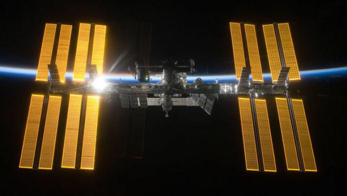 Den internasjonale romstasjonen fyller 15 år 20. november 2013. Siden 2000 har det hele tiden vært mennesker ombord i laboratoriet i rommet. (Foto: NASA)