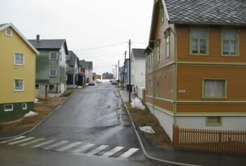 Gate i Vardø, ein regnfull dag tidleg i mai. Foto: Øystein A. Vangsnes