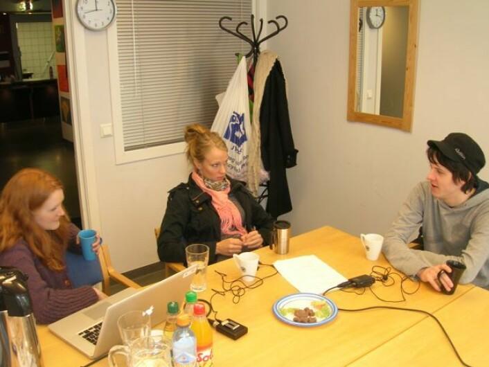 Kristine Bentzen med to unge informantar i Kirkenes. Foto: Øystein A. Vangsnes