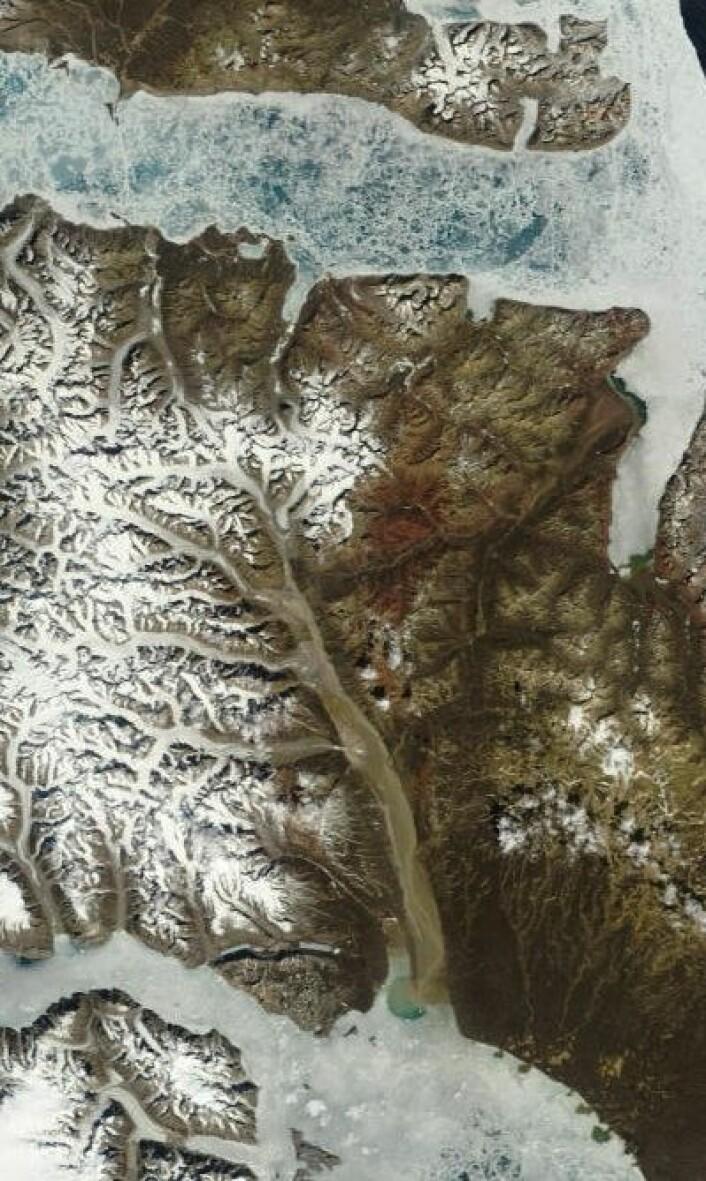 Noen som ser hvor dette er? Bildet er tatt fra satellitten Aqua 20. juni. (Foto: (NASA Aqua MODIS))