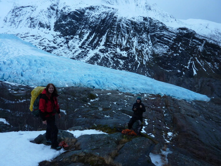 Miriam and Thomas with the glacier tongue in the background. (Foto: (Photo: Miriam Jackson))