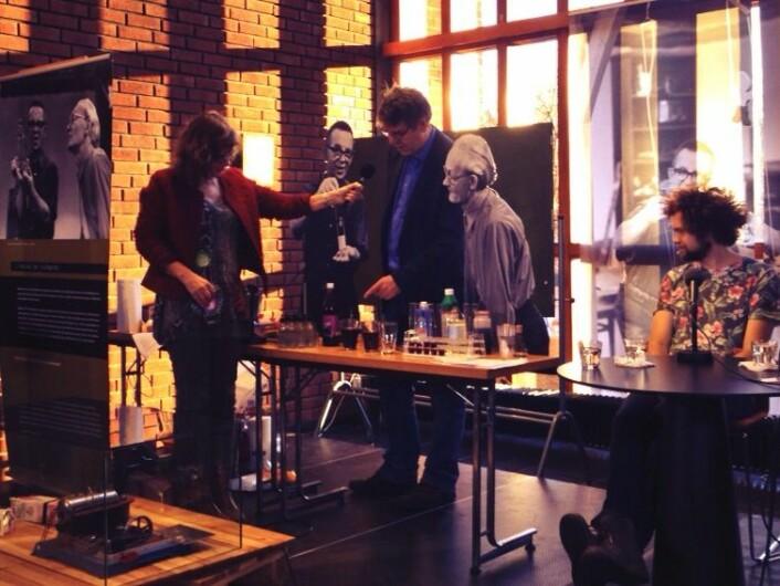 Einar Uggerud og Guro Tarjem i Abels roterom på Realfagsbiblioteket. (Foto: Live Kvale)