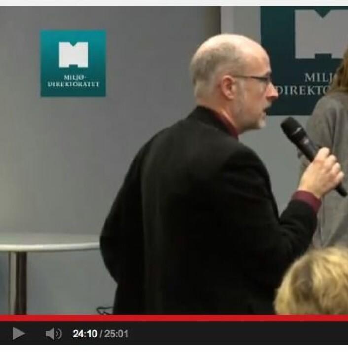 Han som stilte spørsmål om klimafølsomheten på Frokostseminaret 7. mars. (Foto: (Fra Miljødirektoratets video på YouTube))