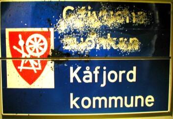 Tospråklig skilt fra Kåfjord. Foto: S. Andersen