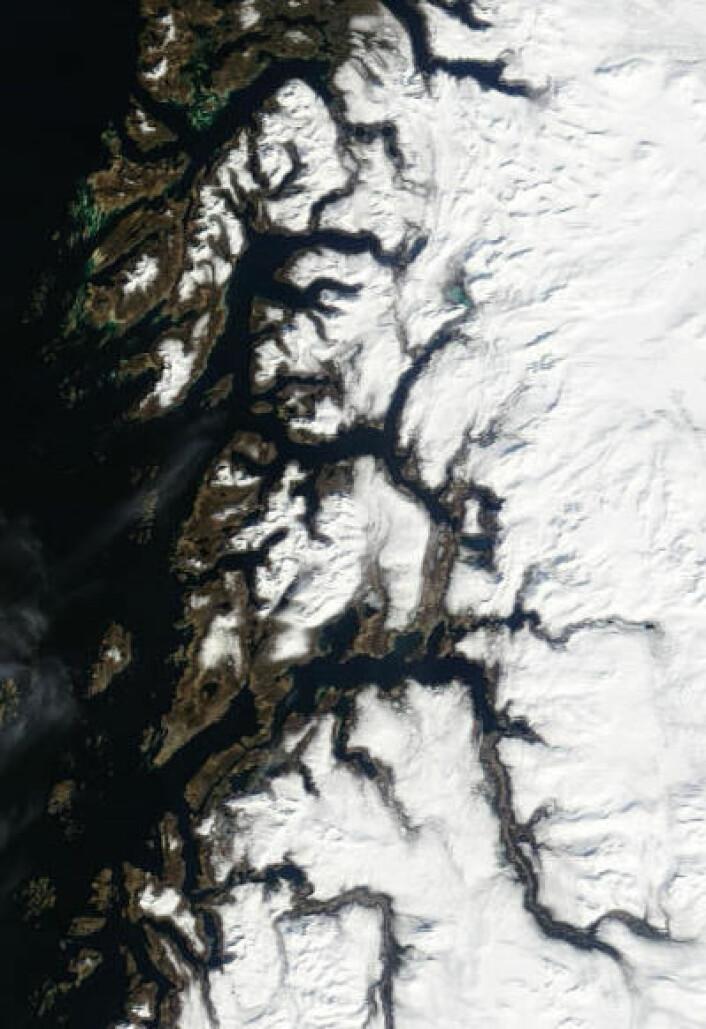 Nordland, med Bodø og Fauske, sett fra satellitt 9. mai. (Foto: (NASA Terra MODIS))