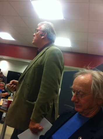 Språkkveld i Etne. Einar Økland sit i panelet og Jostein Osnes er debattleiar. (Foto: Øystein A. Vangsnes)