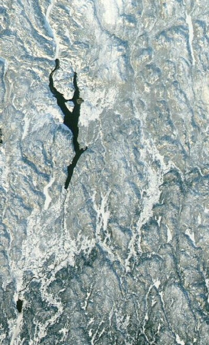 Omsider litt klarvær på Østlandet. Her sett fra NASAs satellitt Aqua 27. desember. (Foto: (NASA Aqua MODIS))