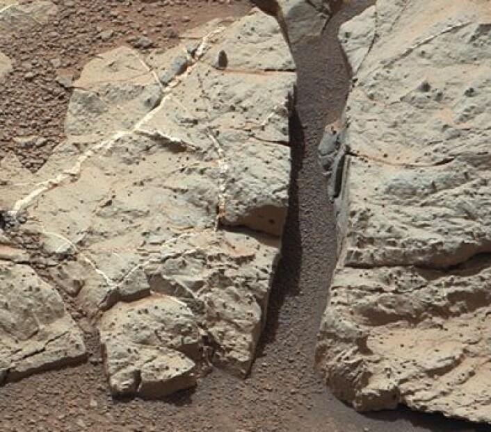 Det har nok vært rennende vann på Mars, ja. Eller fins det andre måter å forklare dette fine bildet som NASAs rover Curiosity tok for noen dager siden? (Foto: (NASA JPL))