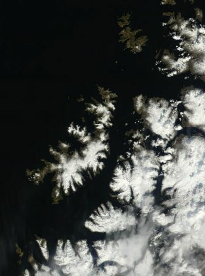 Ikke akkurat sol og sommer enda i Nord-Troms og Vest-Finnmark. Her sett i går fra NASAs Terra. (Foto: (NASA Terra MODIS))