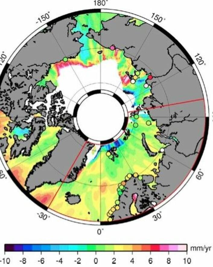Havnivå-trend i Arktis etter to tiår med satellittmålinger. Noen av tidevannsmålerne i området er også avmerket. (Foto: (Shum et al. 2012))