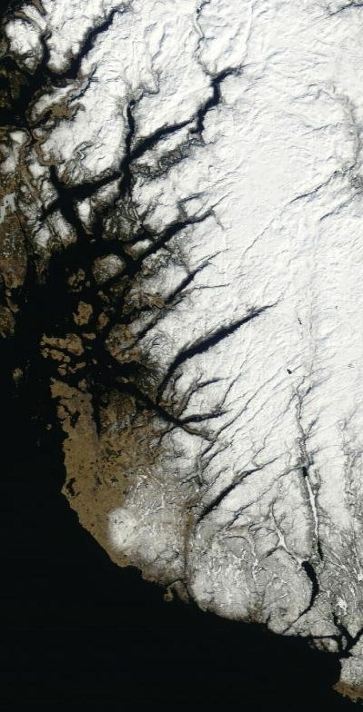 Rogaland sett fra NASAs satellitt Terra 30. mars. Fortsatt kaldt om natten der vest. (Foto: (NASA Terra MODIS))