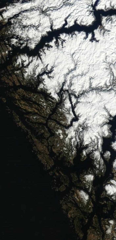 Utsnitt av bildet fra NASAs satellitt Terra da den passerte over Vestlandet 4. april. (Foto: (NASA Terra MODIS))
