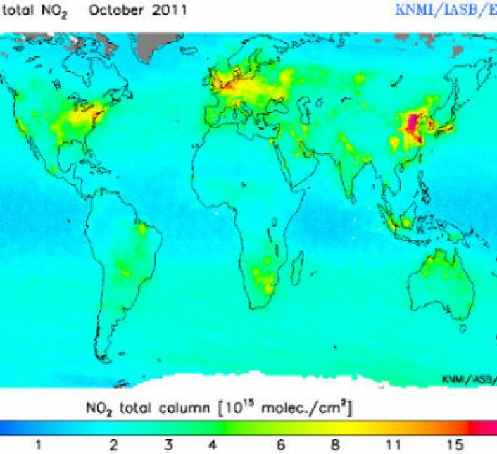 Global NO2 målt fra ESAs ENVISAT i oktober 2011. Merk at skalaen her ikke er lineær. Det er svært mye luftforurensing nå i den østlige delen av Kina. (Foto: (KNMI/IASB/ESA))