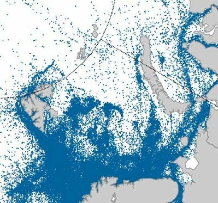Arktisk skipstrafikk plottet over to år med målinger fra AISSat-1. (Foto: (Grafikk: Norsk Romsenter))