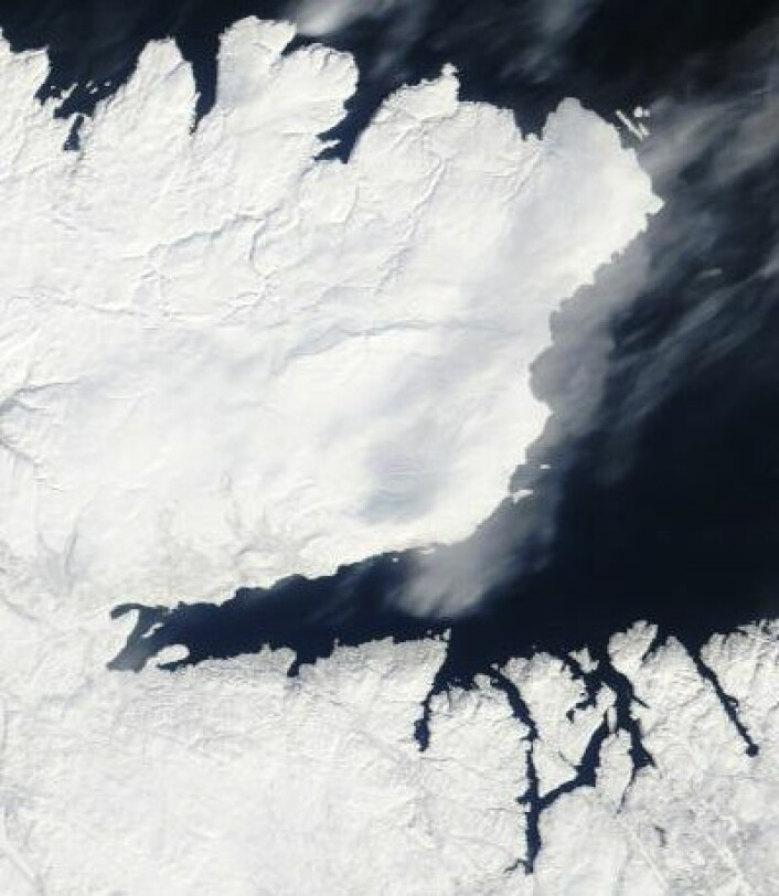 Varanger-halvøya og Kirkenes sett fra Terra 12. april. (Foto: (NASA Terra MODIS))