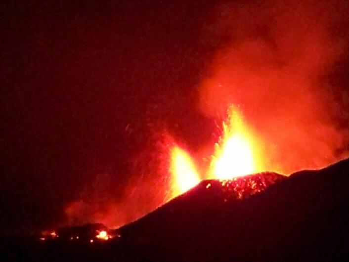 Vulkanutbrotet på Fimmvörðuháls, Island, mars 2010. (Kjelde: Wikimedia Commons/Joschenbacher)