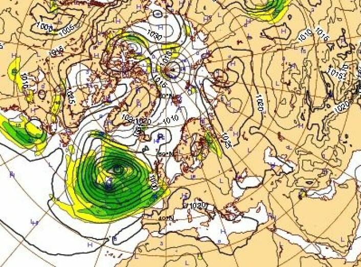 Det er et kraftig lavtrykk som ruller inn fra vest denne helgen. (Foto: (ECMWF))