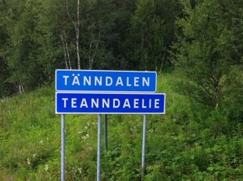 Tänndalen/Taenndaelie – tospråkleg skilt i Härjedalen. (Foto: Øystein A. Vangsnes)