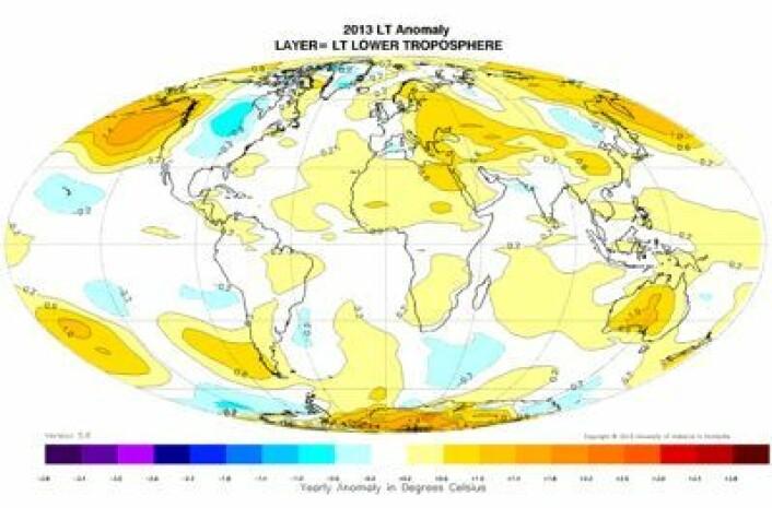 2013-temperaturen (avvik fra normalen) i nedre troposfære for hele året 2013, målt fra værsatellitter og analysert ved UAH. (Foto: (Data: NOAA/NASA/EUMETSAT. Analyse og grafikk: UAH))