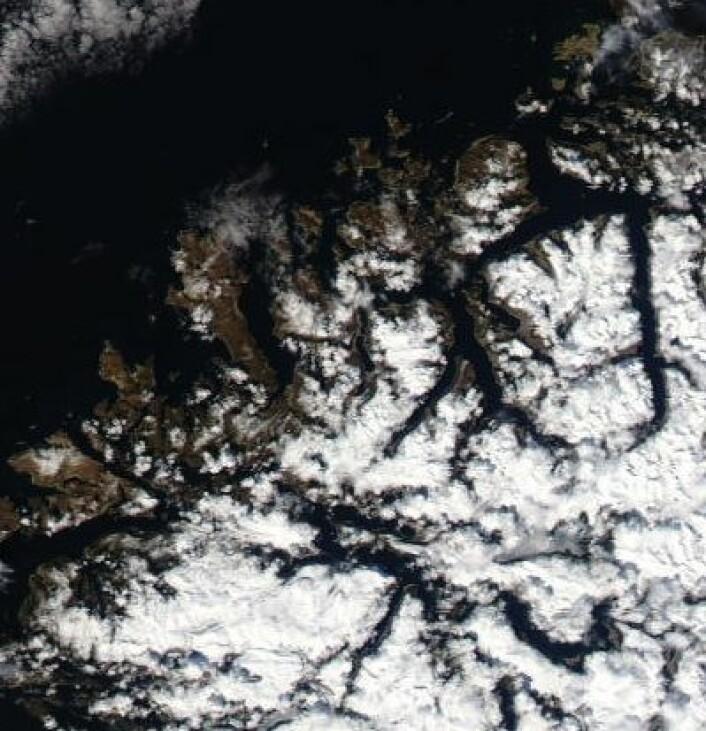 Nordvestlandet sett fra NASAs satellitt Aqua fredag 26. april. (Foto: (NASA Aqua MODIS))