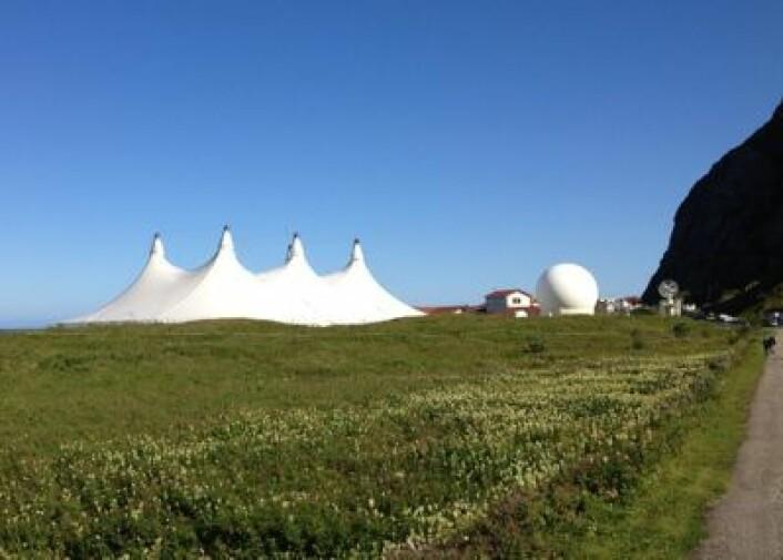 Et Space Circus reiser seg blant antenner, ramper og kontrollrom på Andøya Rakettskytefelt. (Foto: T. Wahl)