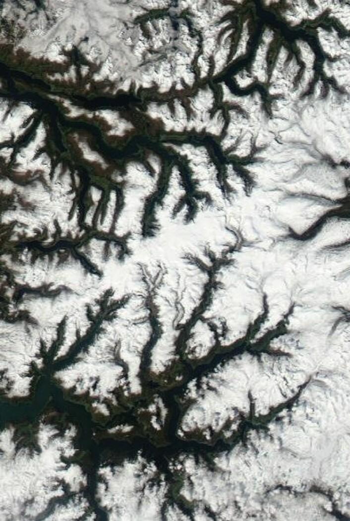 Jostedalsbreen sett fra NASAs satellitt Aqua 25. mai. (Foto: (NASA Aqua MODIS))