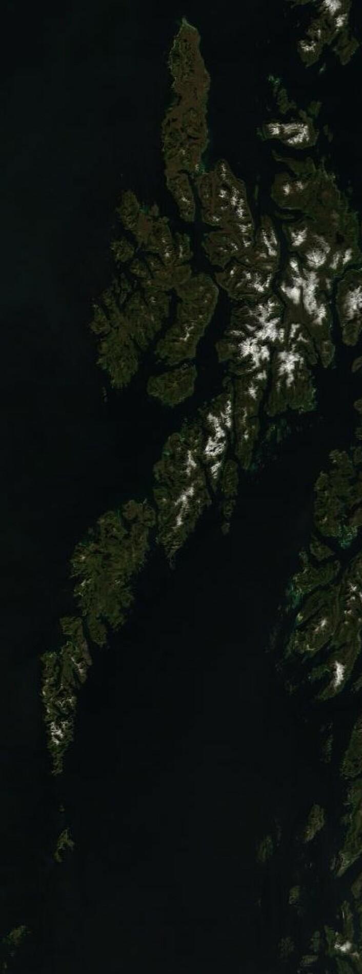 Skyfritt fra Røst til Andøya da NASAs satellitt Terra passerte onsdag 5. juni. (Foto: (NASA Terra MODIS))