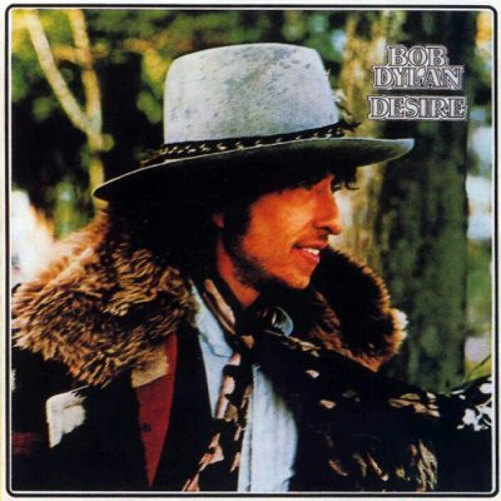 """Dylan hadde vinterfrakken på da albumet """"Desire"""" kom i platebutikkene i 1976. (Foto: (Plateomslag))"""