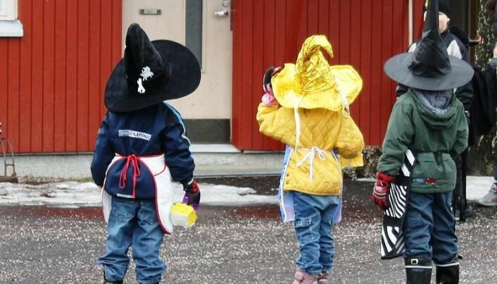 Finske barn kler seg også ut som påskehekser. Her skal noen prøve å skaffe godteri (Foto: Wikimedia Commons CC BY-SA 3.0)
