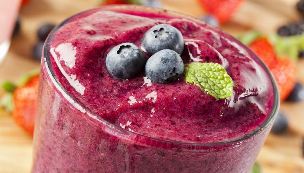 Juice og smoothie smaker godt. Men er det sunnere å spise hele frukter og grønnsaker? Ikke nødvendigvis, sier forskerne. Brent Hofacker, NTB scanpix