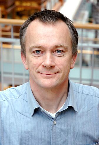 Psykologiprofessor Jan Ketil Arnulf mener det er ren synsing at personlighetstrekk forskerne finner i noen samfunn skal gjelde alle mennesker. (Foto: BI)