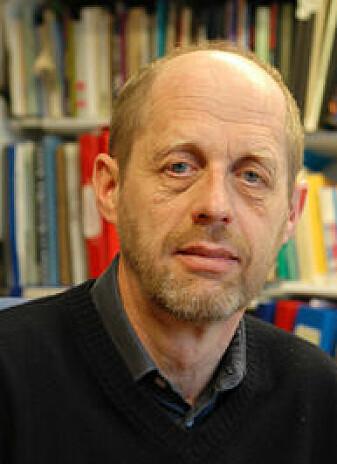 – Alle ord som en ikke kan regne til urspråket, er lånord, sier Helge Sandøy, professor emeritus i nordisk språkvitenskap ved Universitetet i Bergen. (Foto: UiB)
