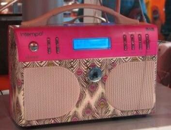 DAB-radioer kan også appellere til nostalgien. Her en 13 år gammel modell fra den internasjonale kringkastingsutstillingen IFA i Berlin i 2005. (Foto: Arnfinn Christensen, forskning.no)